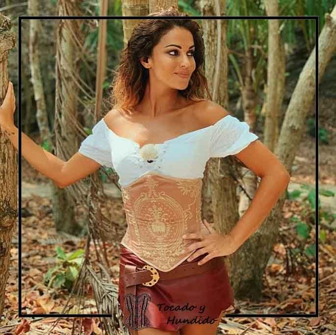 Lara-Alvarez-vestuario-supervivientes-corsets-madrid