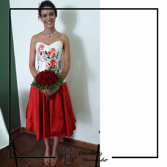 clienta-corset-flores-falda-roja-boda-corsets-madrid