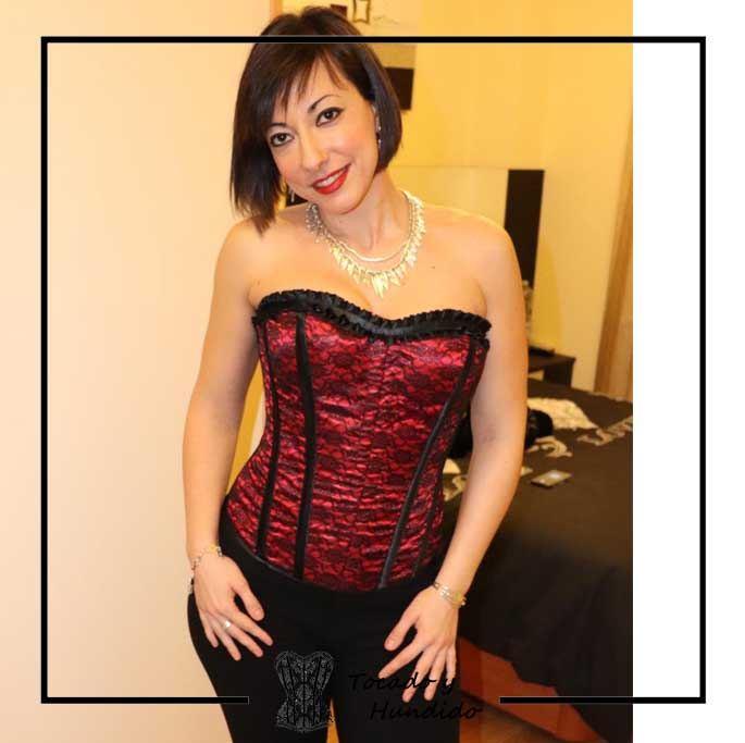 foto-clienta-corset-burdeos-y-negro-corsets-madrid