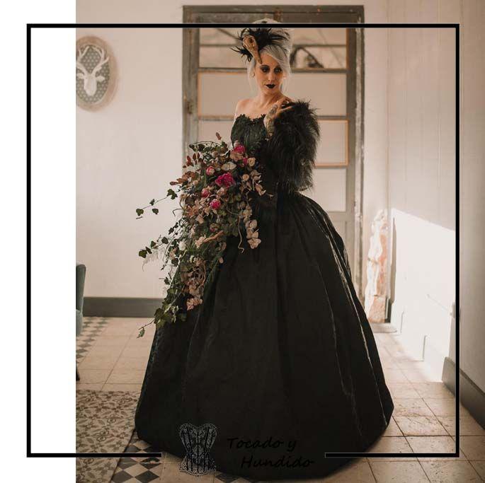 foto-clienta-corset-epoca-con-falda-cancan-miriñaque-corsets-madrid