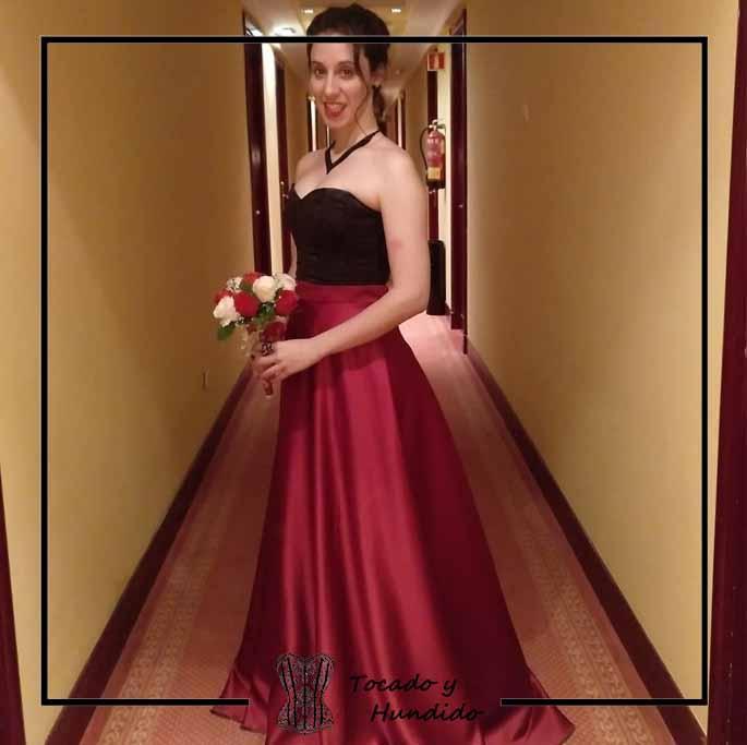 foto-clienta-corset-negro-falda-roja-dama-de-honor-corsets-madrid