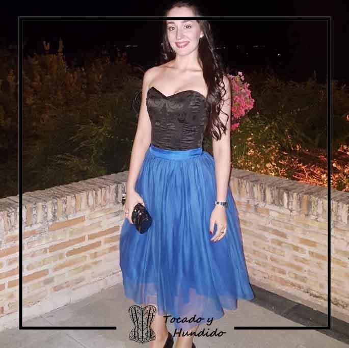 foto-clienta-corset-negro-y-falda-atul-azul-corsets-madrid