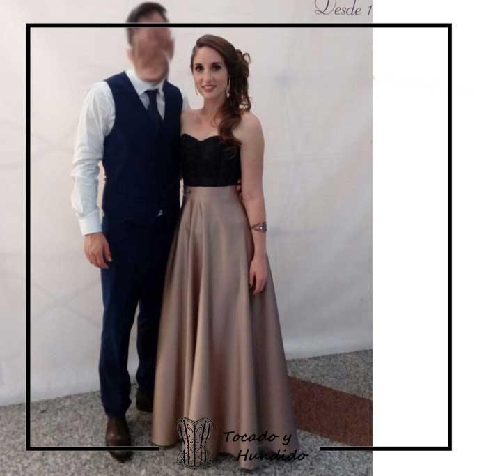 foto-clienta-corset-negro-y-falda-larga-dorada-corsets-madrid