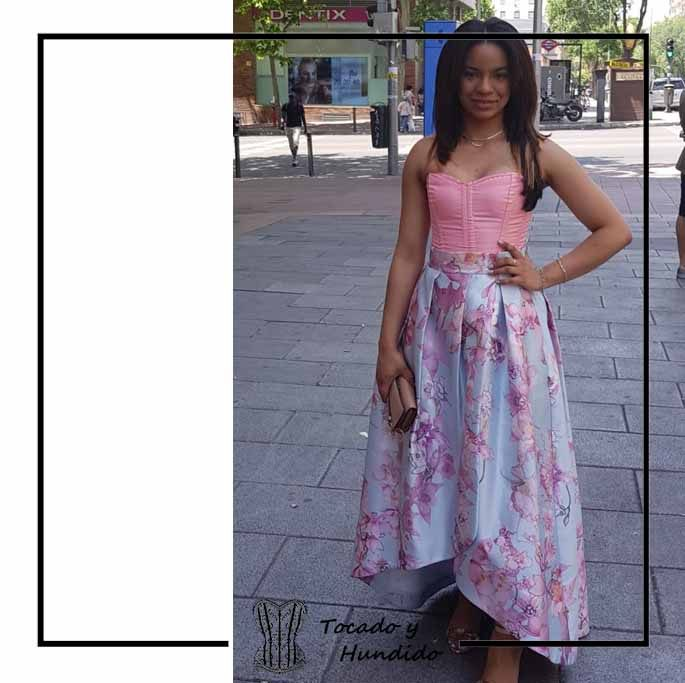foto-clienta-corset-rosa-y-falda-flores-invitada-corsets-madrid