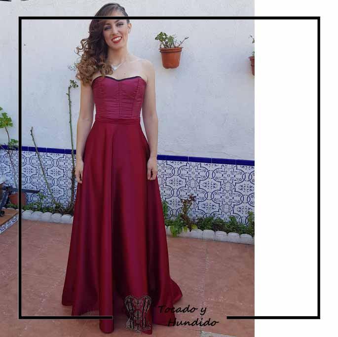 foto-clienta-corset-y-falda-burdeos-boda-corsets-madrid