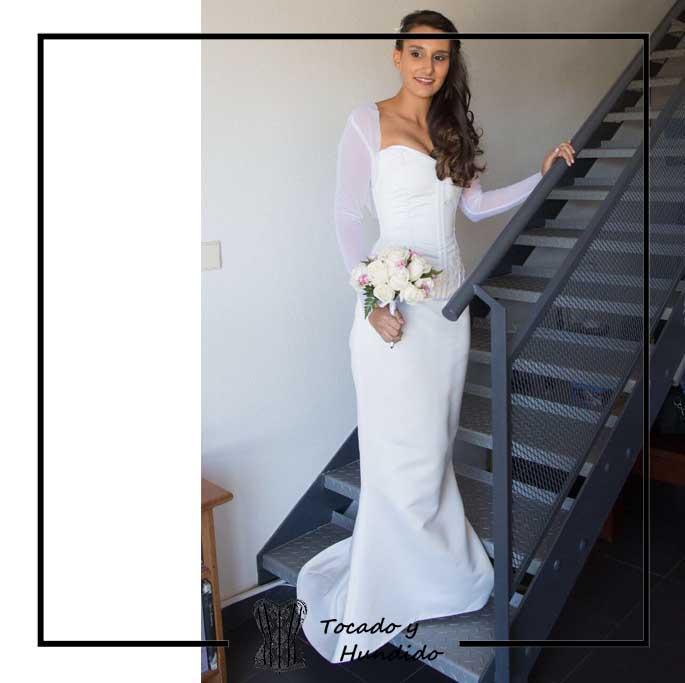 foto-clienta-novia-con-corset-blanco-y-falda-de-sirena-corsets-madrid