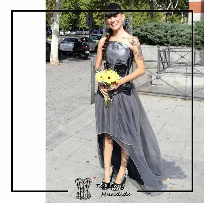 foto-clienta-novia-corset-calavera-y-falda-de-tul-corsets-tocado-y-hundido-madrid