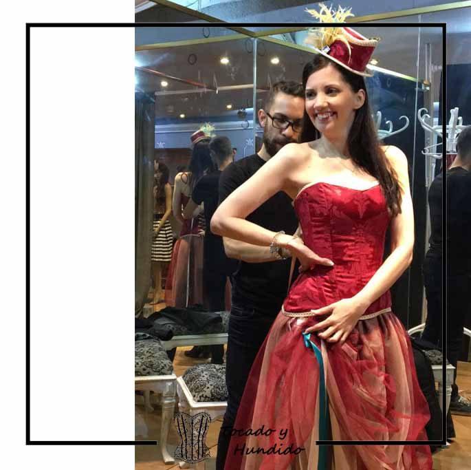 foto-corset-burdeos-falda-de-tul-y-tocado-corsets-madrid