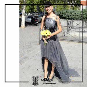 foto clienta novia corset calavera y falda de tul corsets tocado y hundido madrid