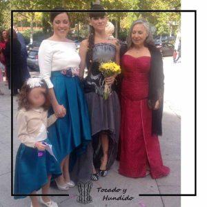 foto clientas con corset y falda